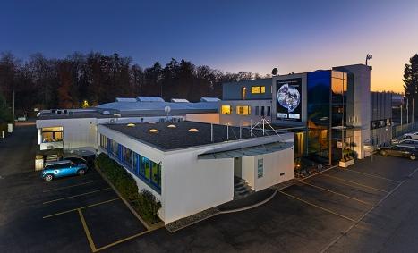Der Hauptsitz der 1989 gegründeten Waterjet AG, einer Spezialistin im Wasserstrahlschneiden (waterjet cutting)